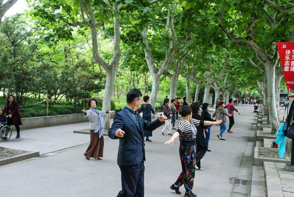 Taï chi dans les parcs à Shanghai.