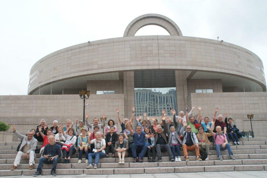 Le groupe devant le musée à Shanghai.