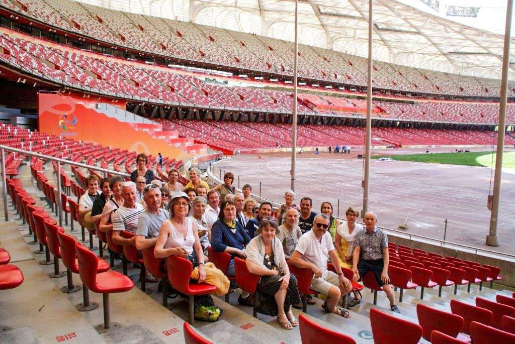 Le groupe dans le stade olympique